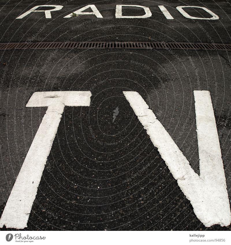 radio gaga Straße Stil Musik Verkehr Schilder & Markierungen Schriftzeichen schlafen Show Buchstaben Symbole & Metaphern Asphalt Medien Information Fernseher Fernsehen Verkehrswege