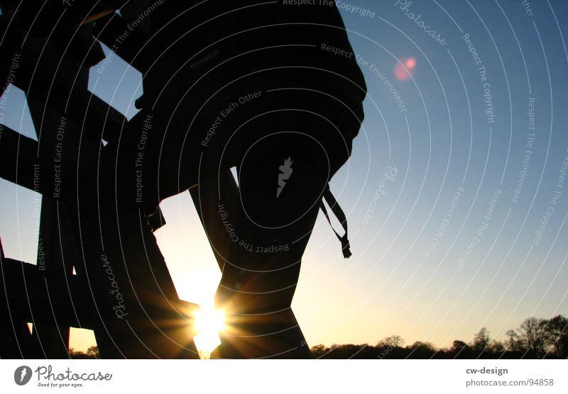 ÜBER BREMEN BRENNT DIE LUFT!!! Hochsitz Holz Klettern Erfolg Verlierer Weltmeister Champions League Wiese Feld Sommer heiß Physik Blume weiß grün saftig Wolken