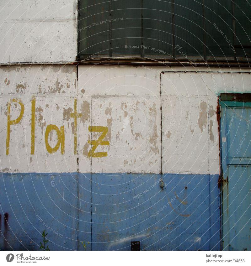 platz da! Parkplatz Lagerhalle Frauenparkplatz Abstellplatz Platz Wand Fenster Pinselstrich Linie Schilder & Markierungen Gemälde privat Parkverbot Industrie