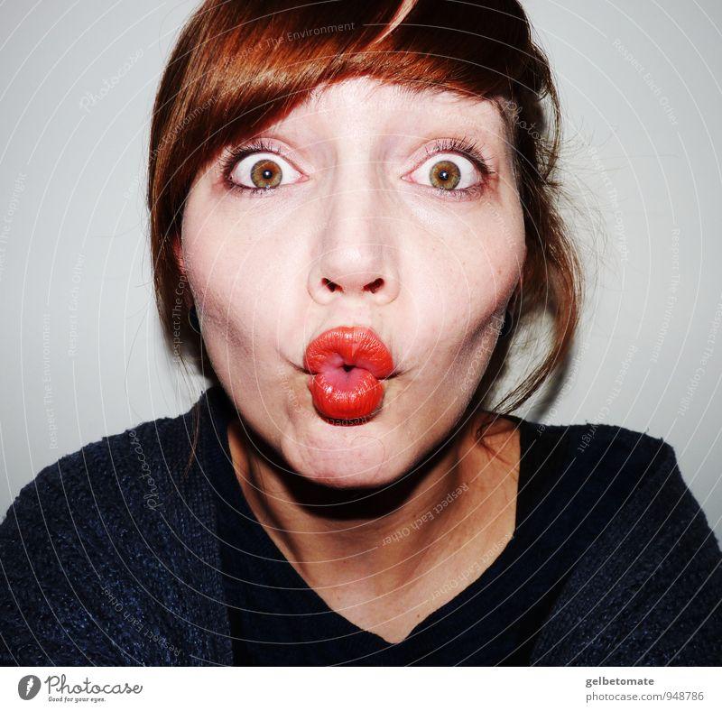 Ich kann auch Duckface! Mensch Frau Jugendliche blau schön Junge Frau rot Freude 18-30 Jahre Erwachsene Gesicht feminin Kopf Mode verrückt ästhetisch