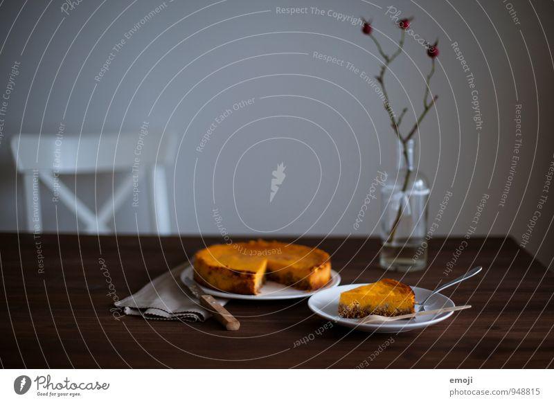 Kürbis Kuchen Dessert Süßwaren Ernährung Vegetarische Ernährung Geschirr lecker süß Wohnzimmer Kürbiszeit herbstlich Herbst Farbfoto Innenaufnahme Menschenleer