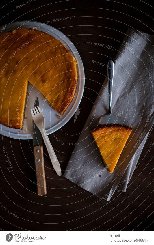 pie Kuchen Dessert Süßwaren Ernährung Slowfood Teller Besteck lecker süß Kürbiszeit Farbfoto Innenaufnahme Menschenleer Hintergrund neutral Dämmerung Low Key