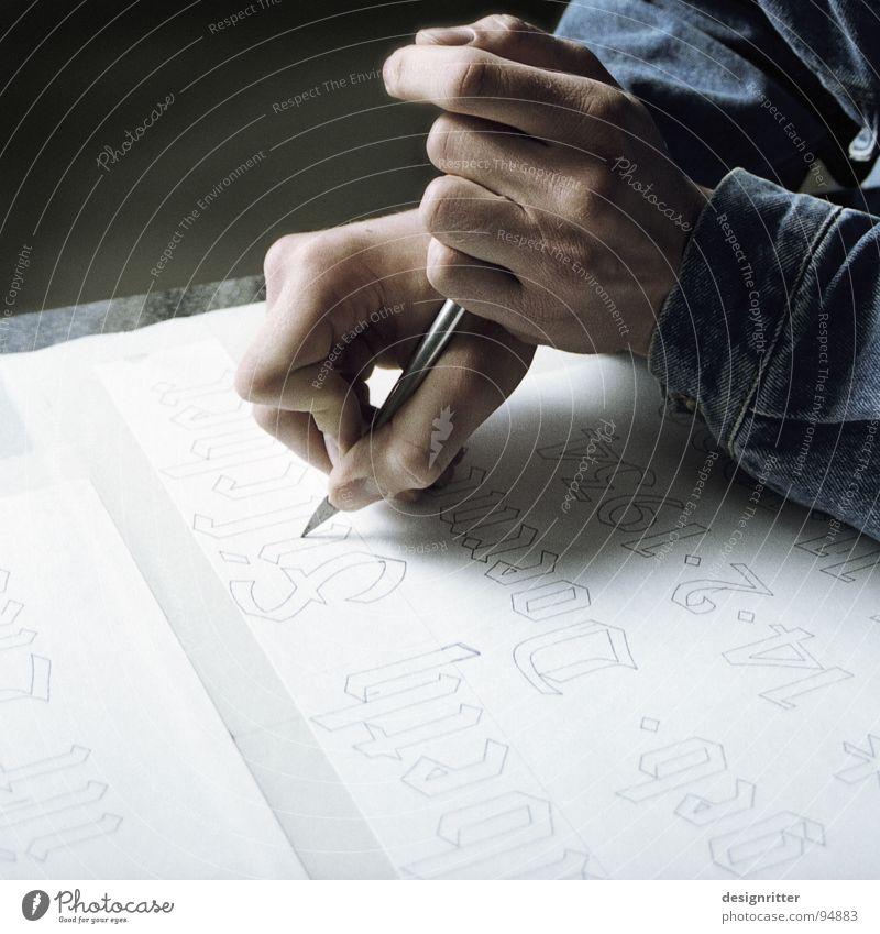 Erinnerung Bildhauer Wort Text Hand Skalpell Handwerk Schriftzeichen Messer Cutter Typographie Buchstaben Kalligraphie ausgeschnitten Frakturschrift