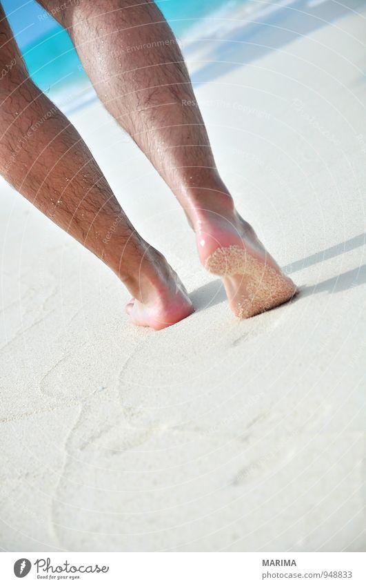 man takes a beach walk exotisch Erholung ruhig Ferien & Urlaub & Reisen Sommer Sonne Strand Meer Mensch Mann Erwachsene Natur Sand Wasser Behaarung Fußspur