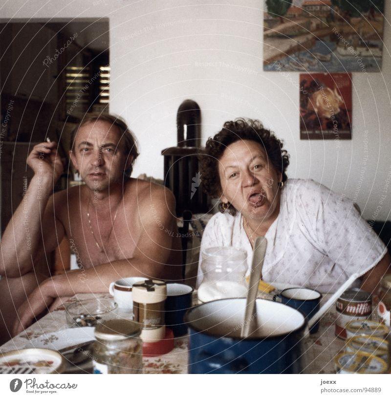 MaPa's Ernährung Frühstück Mittagessen Abendessen Topf Rauchen Häusliches Leben Tisch Küche Frau Erwachsene Mann Mutter 2 Mensch 30-45 Jahre 45-60 Jahre