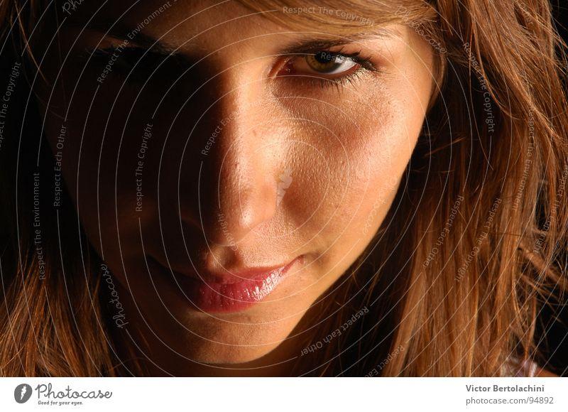 Ele... Augenbraue brünett direkt Frau Haare & Frisuren schön Innenaufnahme Licht Lippen Porträt Wange feminin Wimpern Jugendliche Kommunizieren woman Sauberkeit