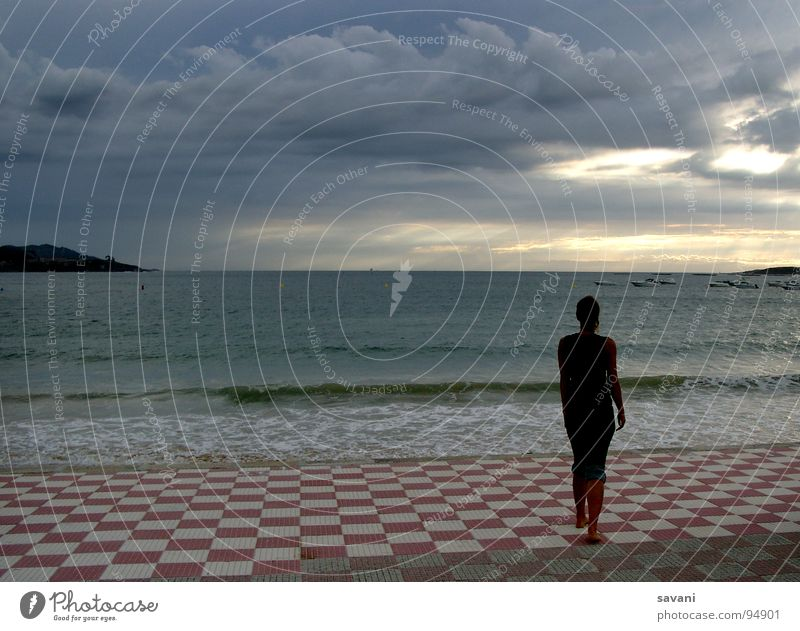 Mein Platz am Meer ... Mensch Frau Himmel Natur Ferien & Urlaub & Reisen Meer Einsamkeit Wolken Strand Ferne Erwachsene Denken träumen Horizont Kraft Wellen