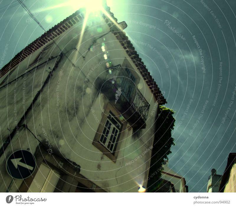 Stadtbilder III Portugal Verfall Ferien & Urlaub & Reisen Tourismus entdecken fremd Gasse Haus Dach Sommer Romantik schön Neugier Optimismus Froschperspektive