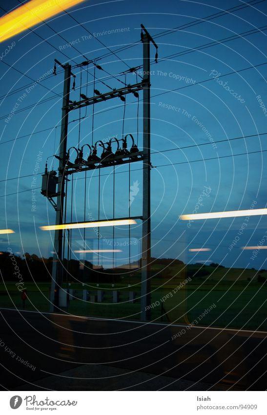 einmal tag und zurück Himmel Graffiti Lampe Arbeit & Erwerbstätigkeit Feld Kindheit Eisenbahn Elektrizität fahren Müdigkeit Sitzgelegenheit Bahnhof S-Bahn Hüntwangen