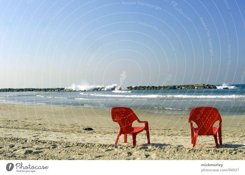 chillout at the sea Meer rot Sommer Strand Ferien & Urlaub & Reisen Erholung Sand Wellen Flugzeug Statue Alkoholisiert Sessel Rauschen