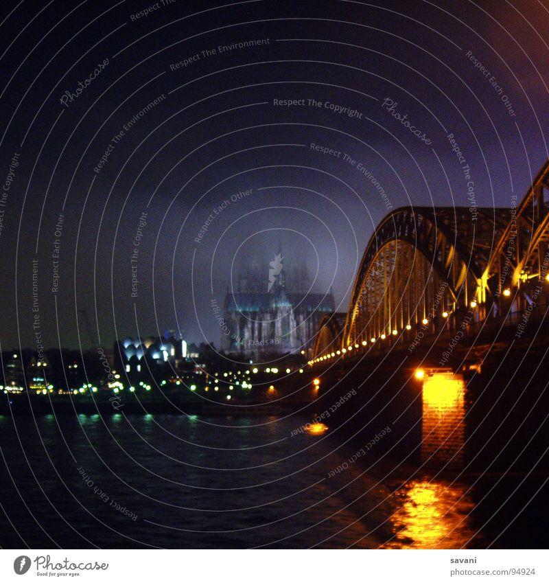 COLONIA III Kölner Dom im Nebel Winter Wasser Flussufer Stadt Altstadt Kirche Brücke Rauch bedrohlich dunkel historisch blau Angst gefährlich Religion & Glaube