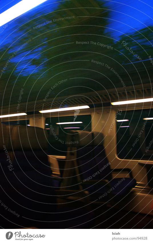 oben ohne S-Bahn Eisenbahn Cabrio fahren Licht Lampe Dämmerung Nacht Arbeit & Erwerbstätigkeit Hüntwangen öv Wind Sitzgelegenheit Himmel Graffiti Müdigkeit