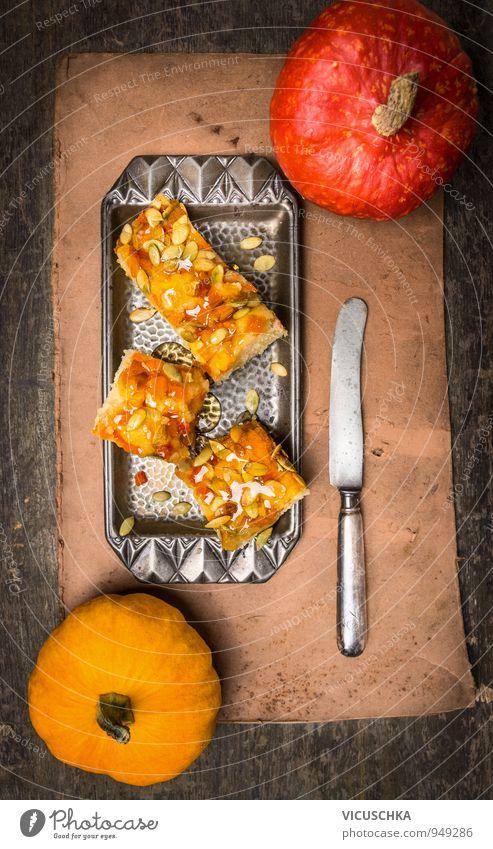 Kuchen mit Kürbis, Sirup und Kürbiskernen Lebensmittel Gemüse Teigwaren Backwaren Dessert Ernährung Mittagessen Festessen Messer Winter Erntedankfest gelb cake