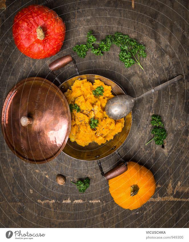 Kürbispüree in altem Topf mit roten und gelben Kürbis Natur Herbst Stil Holz Lebensmittel Design Ernährung Kochen & Garen & Backen Kräuter & Gewürze Gemüse