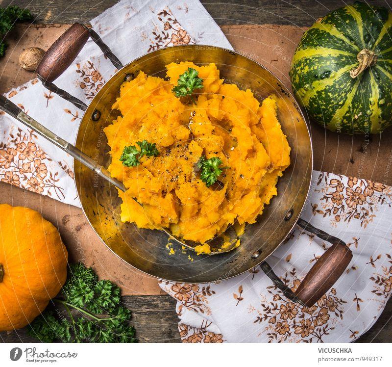 Kürbis Brei im Topf mit Löffel Lebensmittel Gemüse Kräuter & Gewürze Ernährung Mittagessen Abendessen Festessen Bioprodukte Vegetarische Ernährung Diät Stil