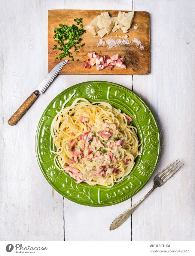 Spaghetti Carbonara in grünem Teller alt gelb Lebensmittel Design Ernährung Italien Kräuter & Gewürze Gemüse Bioprodukte Restaurant Backwaren Fleisch Abendessen