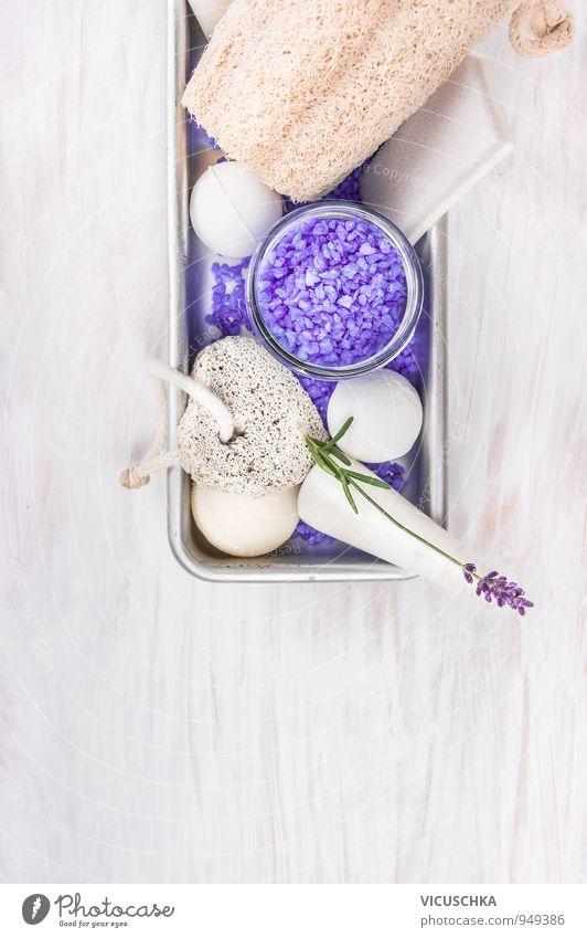 Badeset mit Lavendel , Lotion , Salz und Blase Bälle Natur Pflanze Erholung Blume Stil Holz Hintergrundbild Schwimmen & Baden Design Badewanne Wellness Duft