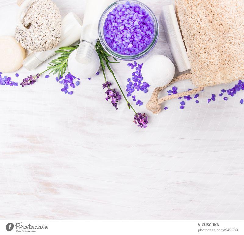 Lavendel Badeset auf weißen Holztisch Erholung Leben Stil Lifestyle Wohnung Freizeit & Hobby Design Badewanne Fitness Wellness Wohlgefühl Körperpflege Duft