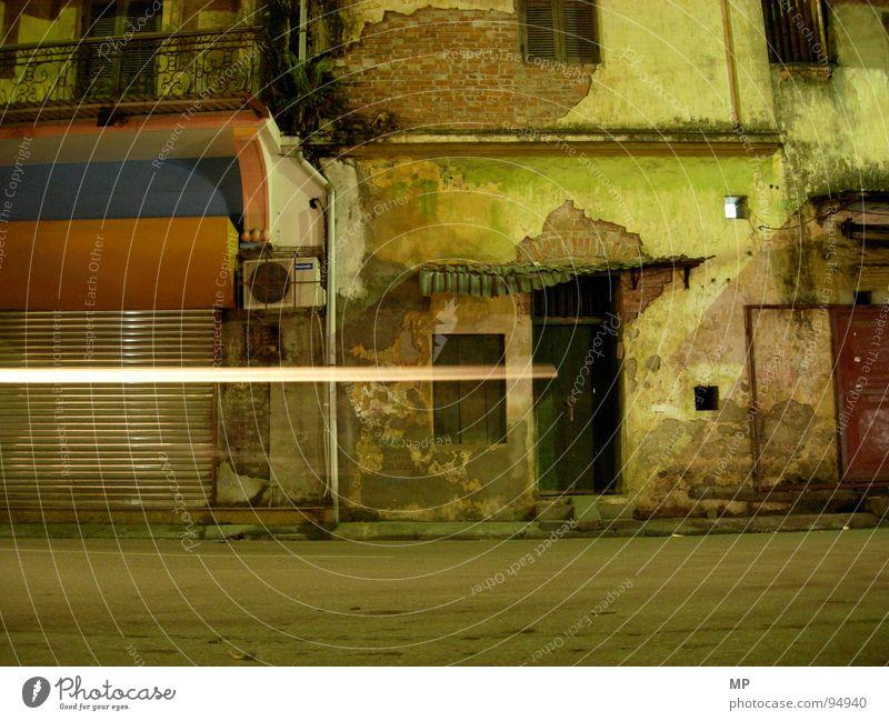 The Hanoi Mystery Haus Wand Bewegung Mauer PKW kaputt verfallen Vietnam Verkehrswege Rätsel beste