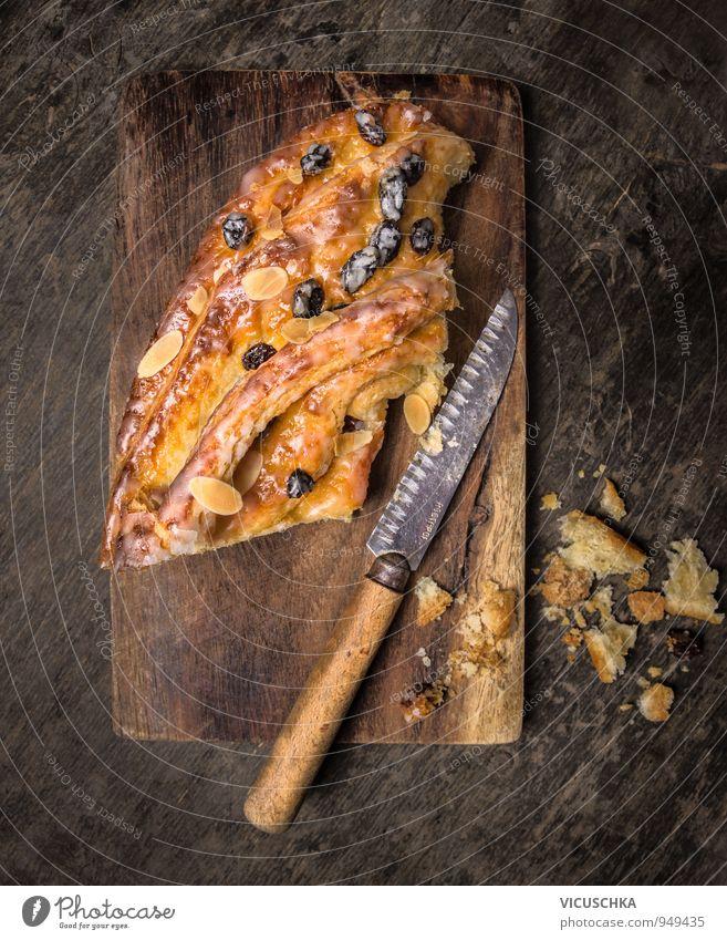 Kaffeekuchen auf altem Schneidebrett mit Messer dunkel Stil oben Lebensmittel Foodfotografie Design Perspektive Ernährung süß Kochen & Garen & Backen Küche