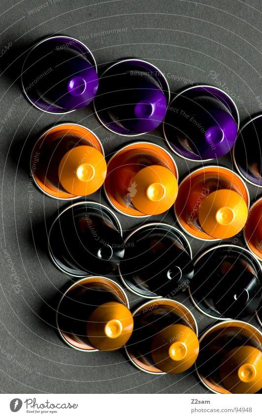 vier gewinnt 4 rund 12 mehrfarbig gelb schwarz violett graphisch einfach sehr wenige Dinge zählen orange gold edel reduzieren