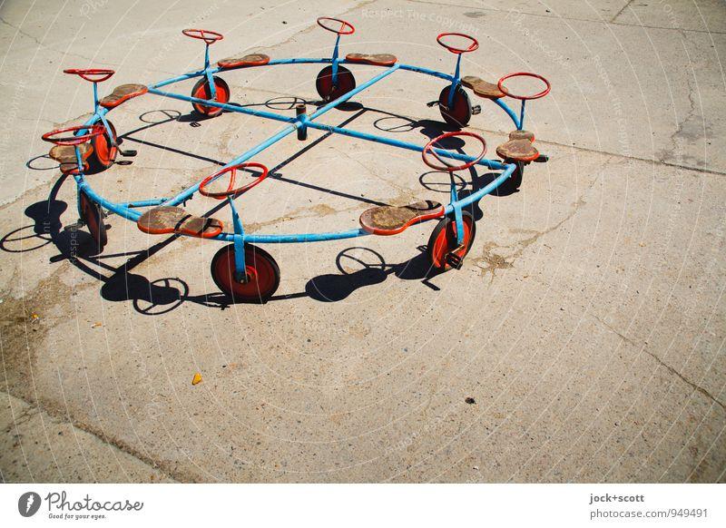 Entfaltung im Kreis (ungewöhnlicher Tretroller) Spielen Spielzeug Betonplatte Metall Linie außergewöhnlich einzigartig Originalität Stimmung Einigkeit