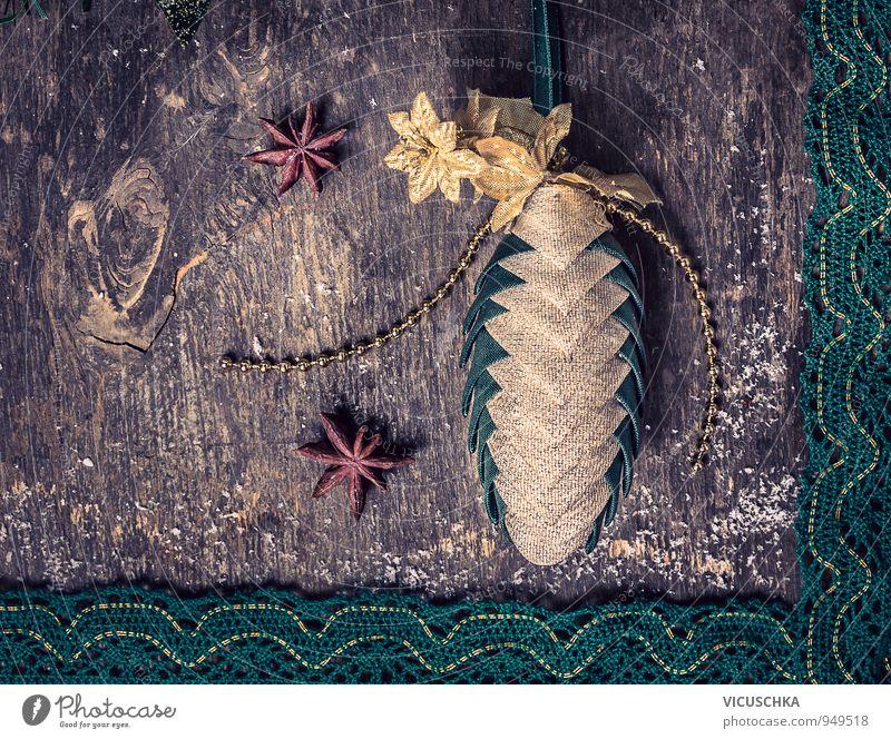 Weihnachtsschmuck mit Deko Zapfen und Anis Sterne Natur Pflanze grün Weihnachten & Advent Haus Winter dunkel Schnee Holz Hintergrundbild Lifestyle Wohnung