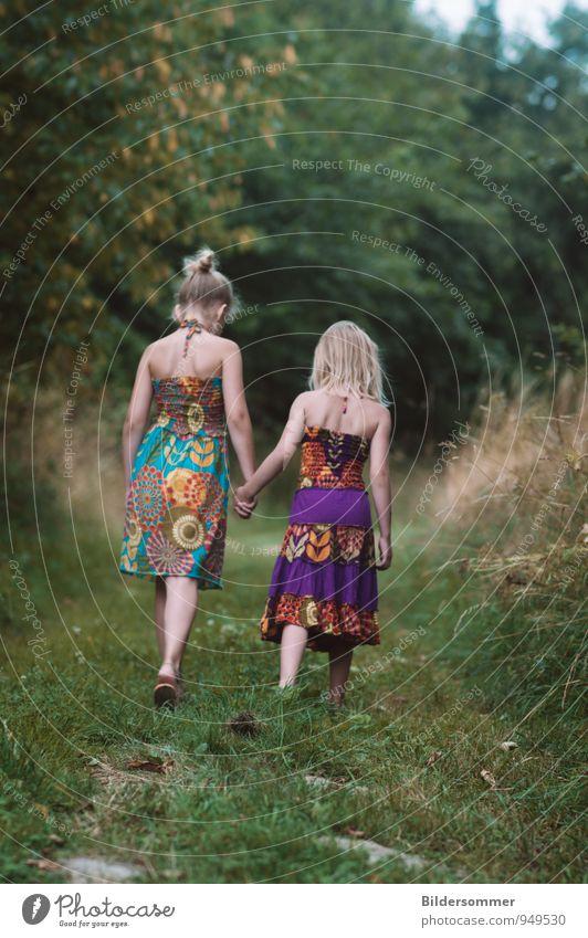 Let's explore a thousand imaginary worlds || Mensch Kind Natur grün Mädchen Wald Wiese feminin Spielen gehen Mode Freundschaft träumen Familie & Verwandtschaft