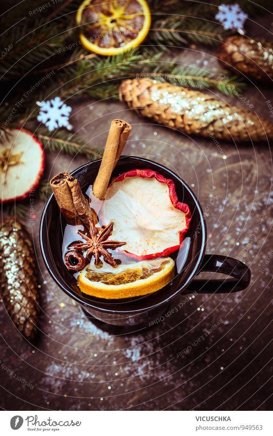 Glühwein mit getrockneten Früchten auf Winter Dekoration Lebensmittel Frucht Apfel Orange Kräuter & Gewürze Festessen Getränk Heißgetränk Tee Alkohol Wein Tasse