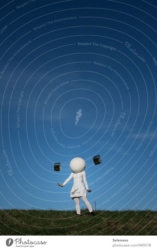 Piep Piep Technik & Technologie Wissenschaften Fortschritt Zukunft High-Tech Mensch 1 Himmel Wolkenloser Himmel Horizont Gras Wiese Luftverkehr Kleid Ferne
