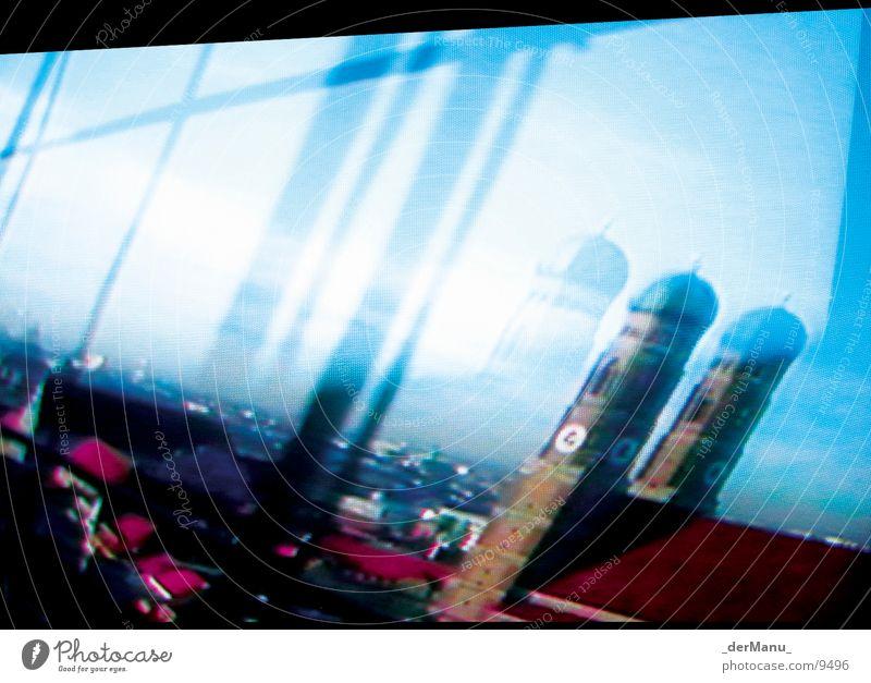 Turmspiel München Reflexion & Spiegelung 2 Fernseher Bildpunkt rosa magenta Zwilling Dach Uhr Symbole & Metaphern zyan Architektur Frauenkirche Unschärfe screen