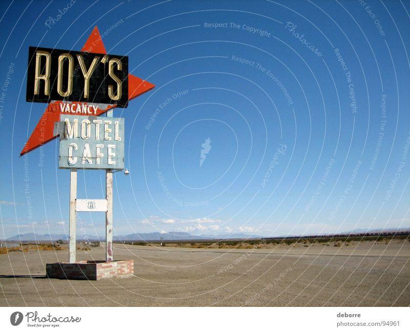 Retroamerikanisches Autobahnschild für Roy's Motel an der Route 66. Hotel Unterkunft Amerika Café Straßennamenschild Raum USA Häusliches Leben