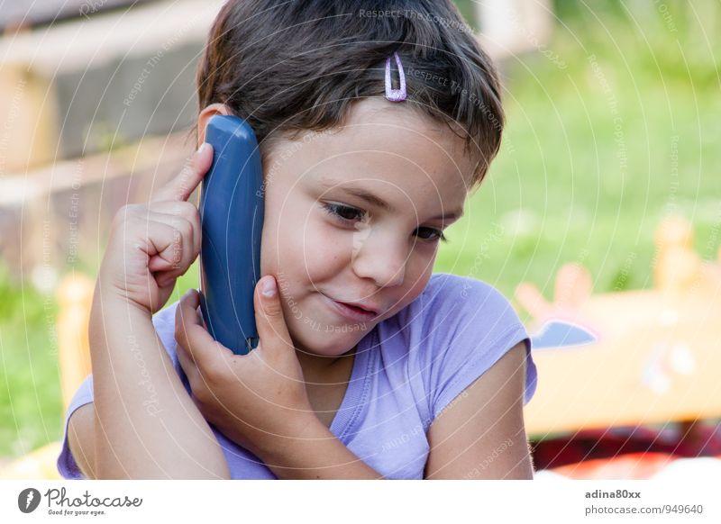 Telefonieren mit Oma Freizeit & Hobby Spielen Kindererziehung Bildung Kindergarten Mädchen Denken sprechen hören Kommunizieren Telefongespräch Lebensfreude