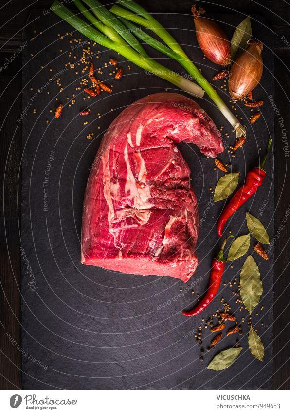 rohe Rinderfilet mit Gewürze auf Schiefer grün rot Blatt schwarz dunkel Lebensmittel Design Ernährung Kräuter & Gewürze Gemüse Bioprodukte Fleisch Abendessen