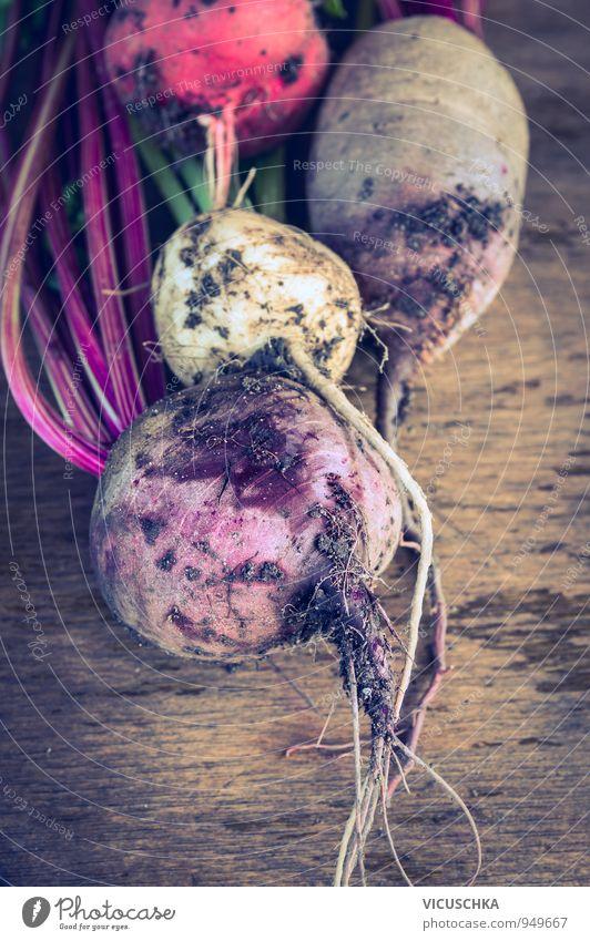 Rüben Bündel verschiedene Farben mit Erde und Wurzeln Natur alt Sommer Gesunde Ernährung Farbstoff Herbst Stil Garten Lebensmittel rosa Design Tisch Gemüse