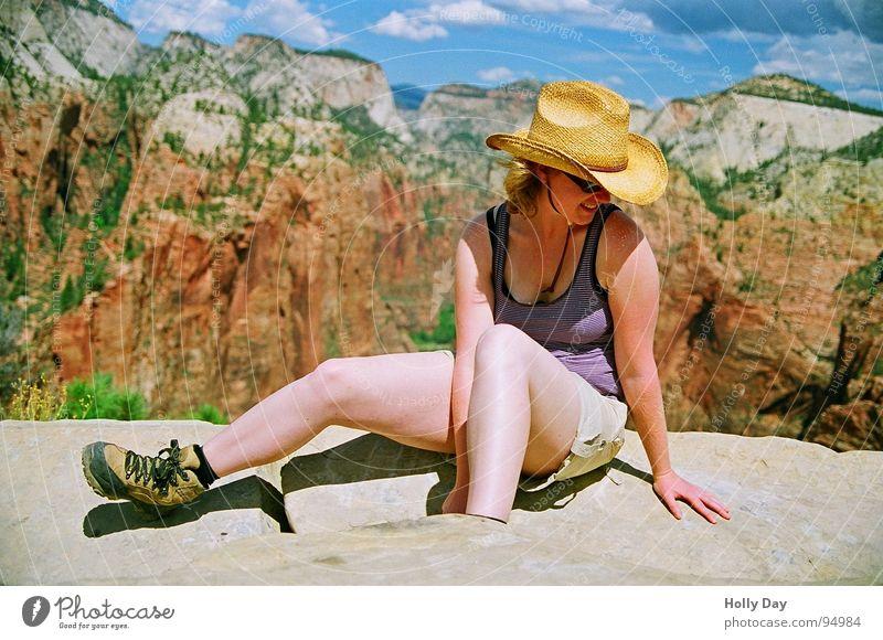 Angel's Landing Frau Himmel Natur Ferien & Urlaub & Reisen Sommer Wolken Beine Hintergrundbild Felsen sitzen wandern USA Aussicht Hut Top