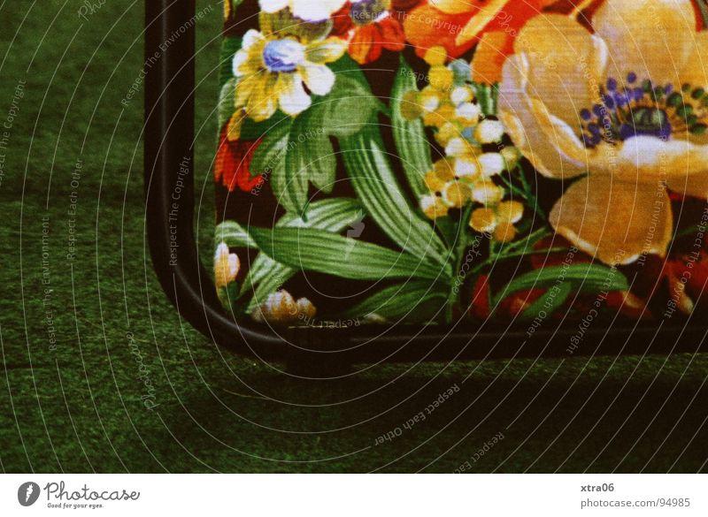 kurz ausruhen gefällig? Sommer Liegestuhl Muster Blumenmuster Kunstrasen Teppich grün Blüte weich Frühling Ferien & Urlaub & Reisen Freizeit & Hobby