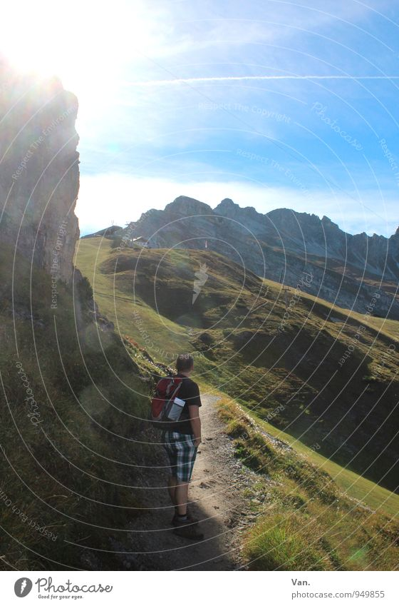 Wandertag Ferien & Urlaub & Reisen Berge u. Gebirge wandern Mensch maskulin Mann Erwachsene 1 30-45 Jahre Natur Landschaft Himmel Sonnenlicht Herbst Felsen
