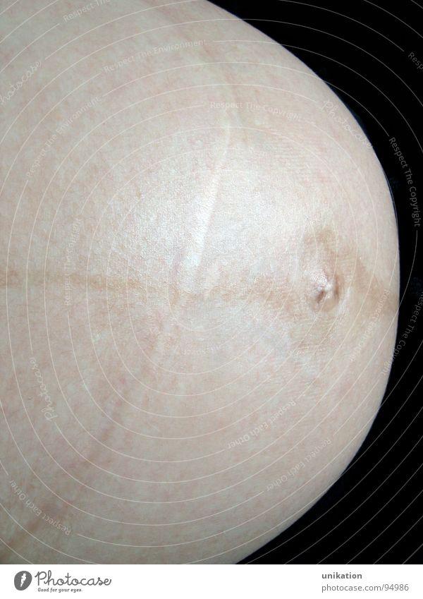 Mutterplanet schwanger Babybauch Planet Bauchnabel Erwartung Wachstum entstehen Frau feminin Zufriedenheit Gesundheit Mond Weltall Narbe Mutter werden