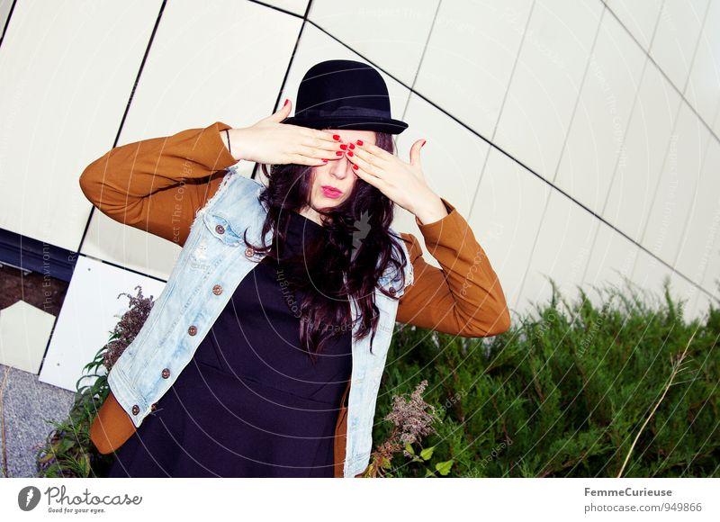 Urban03 Mensch Frau Jugendliche Stadt Junge Frau Hand 18-30 Jahre Erwachsene feminin lustig Stil Lifestyle träumen Sträucher geschlossen einzigartig