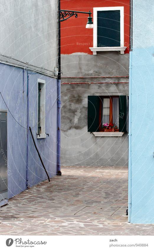 Legoland blau Stadt rot Haus Fenster Wand Straße Architektur Wege & Pfade Mauer grau Fassade Häusliches Leben Tür Tourismus Platz