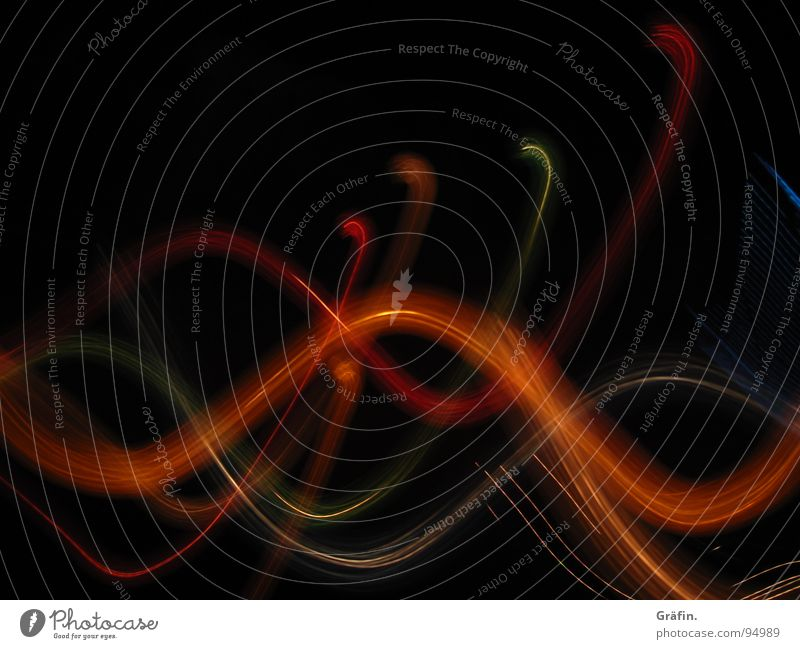 Lichtschlange grün rot schwarz dunkel hell orange frisch Dekoration & Verzierung Punkt Belichtung Digitalfotografie schlangenförmig orange-rot