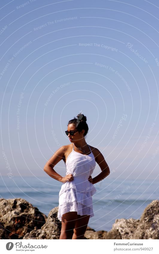 Mademoiselle_14 Mensch Frau Natur Jugendliche schön Junge Frau Erholung Meer 18-30 Jahre Erwachsene Küste feminin Felsen Mode ästhetisch genießen