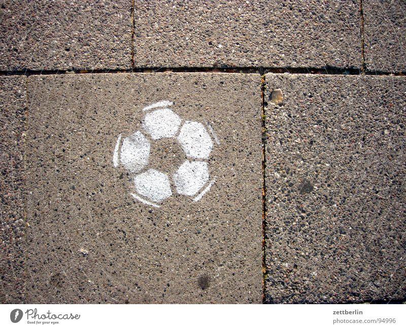 Ball weiß Sport Spielen Graffiti Ball Bürgersteig Verkehrswege Fuge Straßenkunst Bodenplatten Spray Reifenspuren Abdruck Wandmalereien Vandalismus Tagger