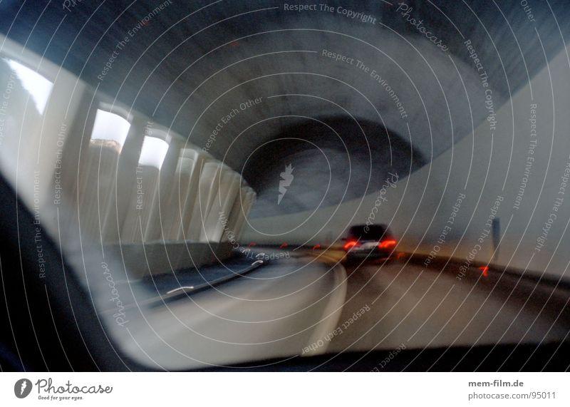 durch den berg 1 dunkel grau PKW Beleuchtung Straßenverkehr Zeit Verkehr Geschwindigkeit fahren Güterverkehr & Logistik Rasen Schweiz Spuren Alpen Streifen
