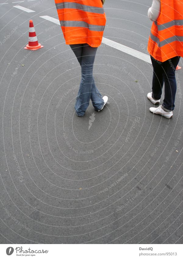 Randerscheinungen eines Radrennens Sicherheit Barriere Asphalt trist stehen Dienstleistungsgewerbe Spielen Langeweile Streckenposten Straßensperrung