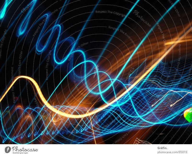 Doppelhelix Licht dunkel Nacht schwarz mehrfarbig rot orange-rot grün frisch Langzeitbelichtung lang Belichtung Spirale Wellen hell Reflexion & Spiegelung
