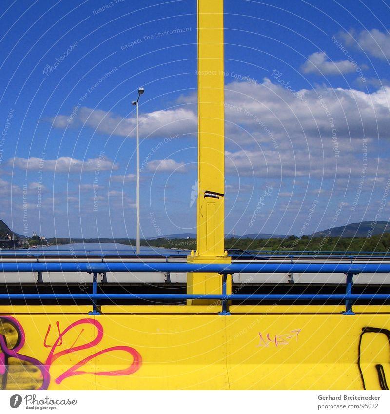 Blick aus Wien Himmel gelb Landschaft Graffiti Brücke Fluss Aussicht Donau