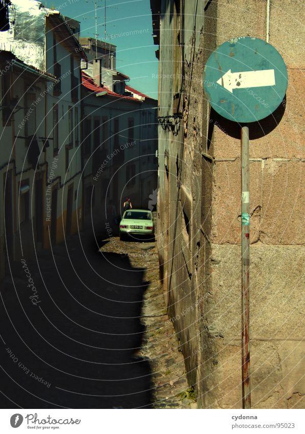 Stadtbilder VI Portugal Verfall Ferien & Urlaub & Reisen Tourismus entdecken fremd Mensch Gasse Haus Dach Sommer Romantik schön Neugier Optimismus Fenster eng