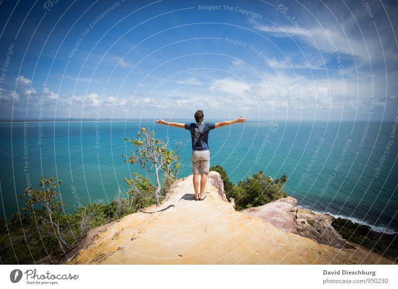 Be free Mensch Himmel Natur Ferien & Urlaub & Reisen Jugendliche blau weiß Sommer Sonne Erholung Meer Landschaft Wolken Junger Mann Ferne gelb